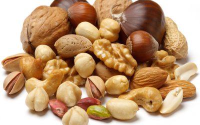 Nüsse:Walnüsse, Anakarden, Pistazien, Mandeln, Cashews