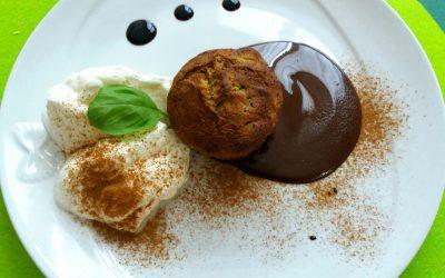 TORTINO DI MELE E CANNELLAcon cioccolato e panna, di Marina F