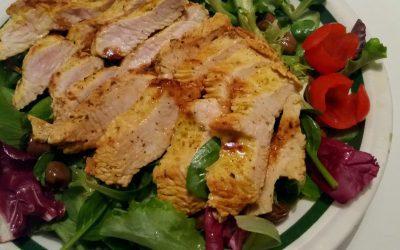 TACCHINO MARINATO AL CURRY E SPEZIEsu insalata con limone e olive taggiasche, di Marina F