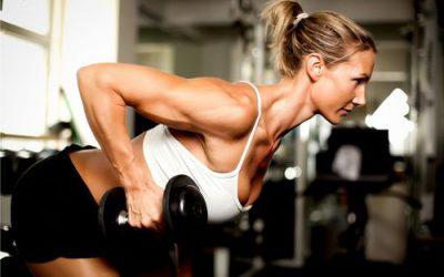 Hai più di 45 anni? Sbrigati a iniziare ad allenarti con i pesi! Ecco il perché.